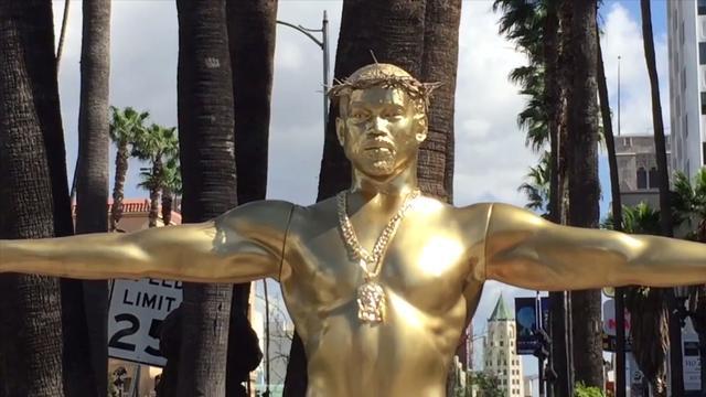 Standbeeld van Kanye West als Jezus op Hollywood Boulevard