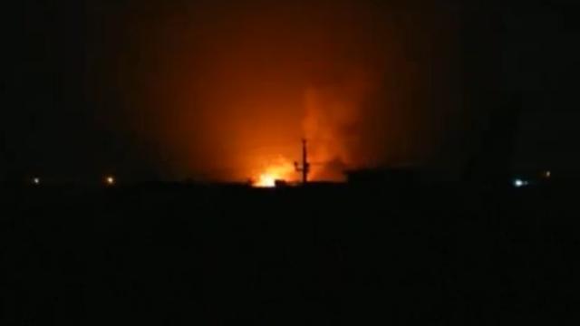Tientallen explosies bij dissidentenkamp naast vliegveld Bagdad