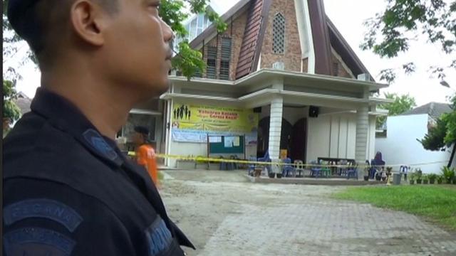 Priester aangevallen in kerk op Sumatra