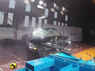 Spectaculaire beelden van de genadeloze botsproeven die Euro NCAP uitvoert op de nieuwe Audi Q2.