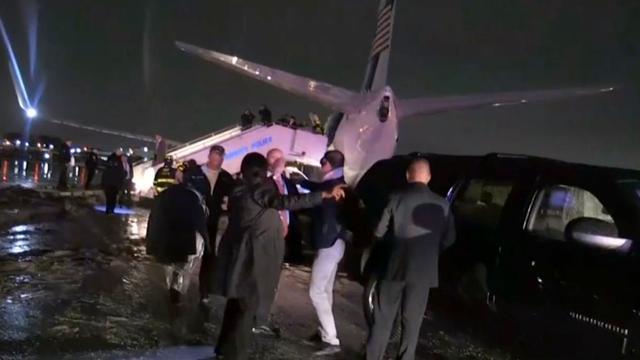Vliegtuig Republikeinse vice-presidentskandidaat Pence slipt van baan