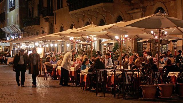 'Docenten uit Tilburg geschorst na wangedrag op excursie Rome'