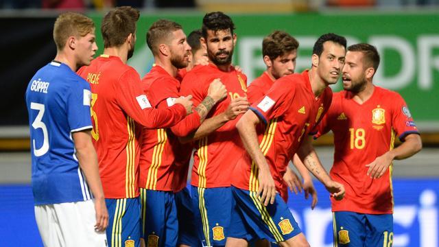 Spanje rolt Liechtenstein op, ook Italië start met zege in groep G