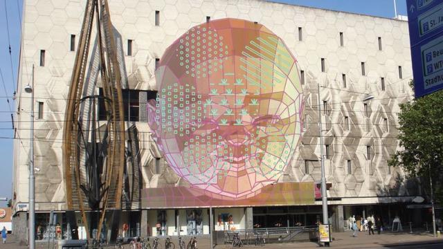 Expositie op gevels van Rotterdamse gebouwen