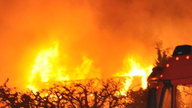 Grote uitslaande brand in bedrijfspand Woerden