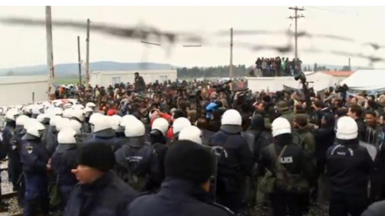 Spanningen in vluchtelingenkamp bij Macedonië