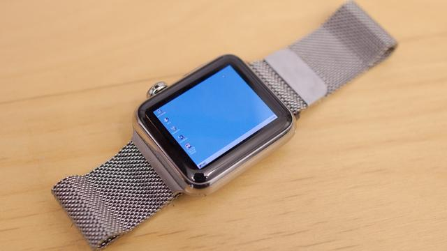 Man installeert Windows 95 op Apple Watch