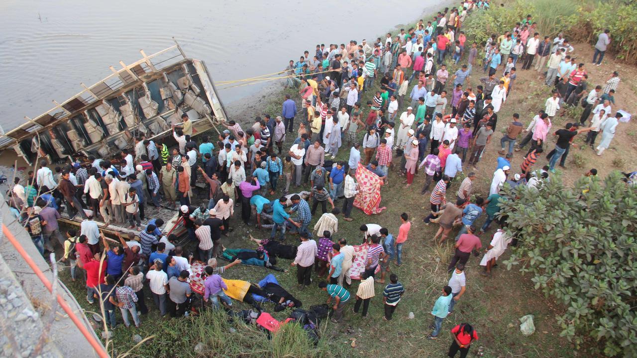 Tientallen doden bij busongeluk in India