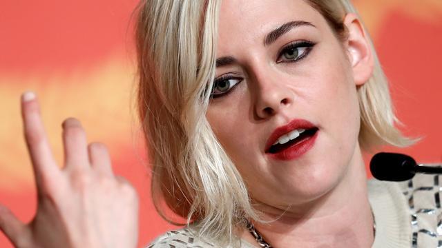 Kristen Stewart maalt niet om boegeroep bij première film
