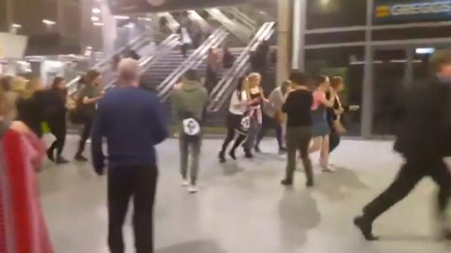 Eerste beelden mogelijke aanslag Manchester Arena