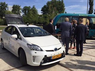 Eerste zelfrijdende auto's in 2018 de weg op