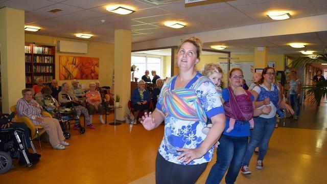 Bewoners Zuidervaart verrast met dansende baby's