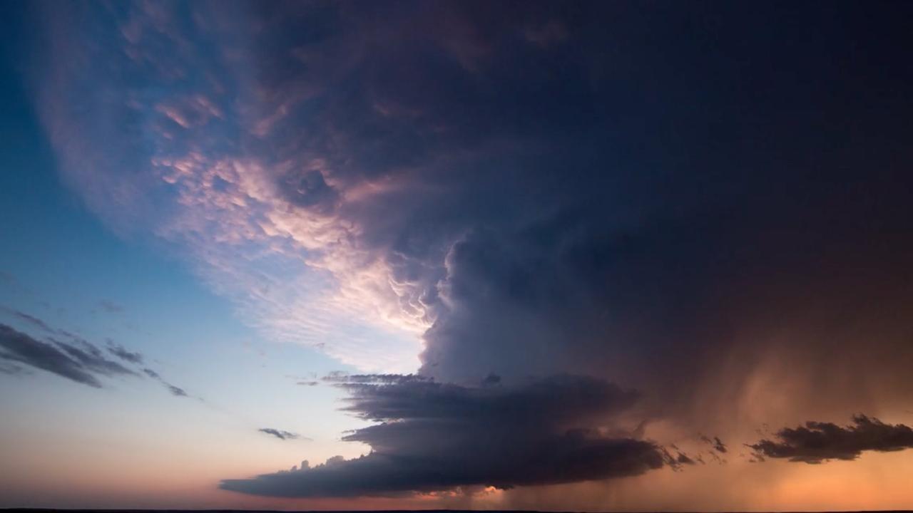 Prachtige timelapse toont angstaanjagende tornadoseizoen