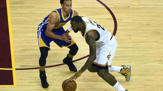 NBA-finale: Schrijven de Warriors of de Cavaliers geschiedenis?