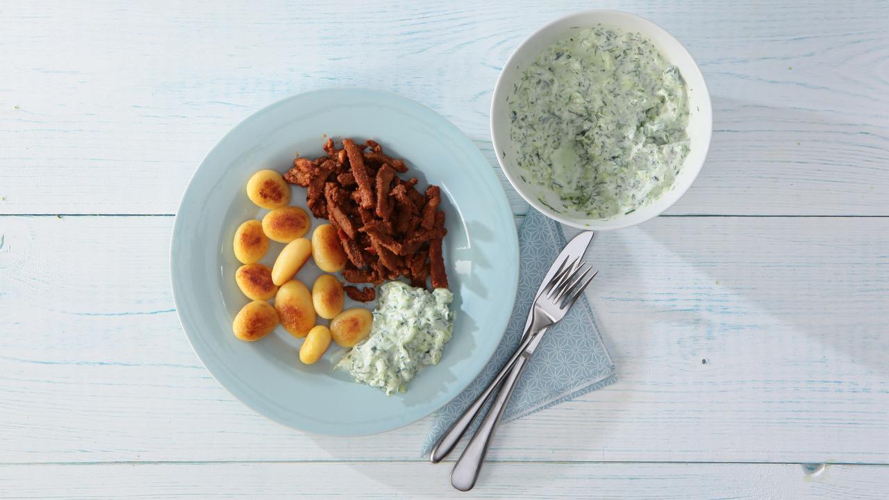 Deze kruidige tzatziki is dé smaakmaker van de zomer