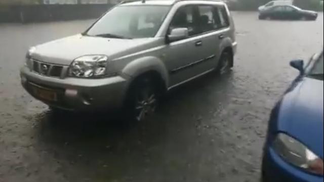 Wateroverlast door grote hoeveelheid neerslag in Mook