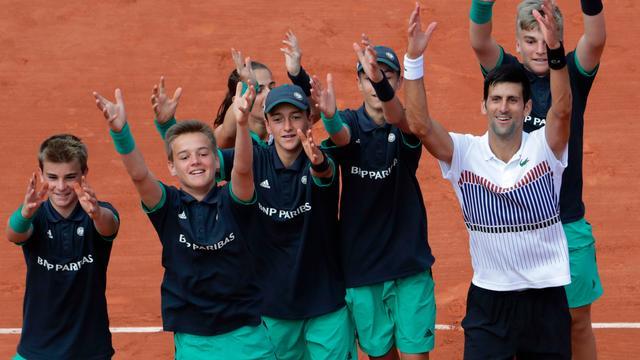 Djokovic simpel verder, Tsonga en Kvitova onderuit op Roland Garros