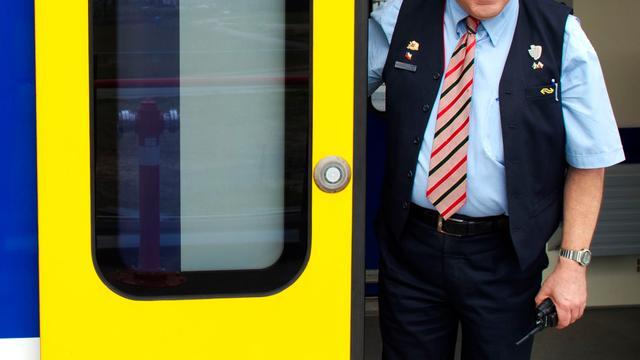NS gaat overlastgevers in trein digitaal bekeuren