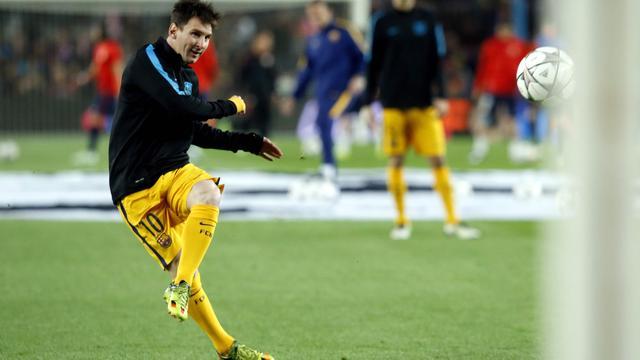 Messi passeert een uit de kluiten gewassen keeper