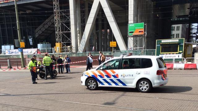 Voorbijganger overleden bij ongeluk met steiger in centrum Den Haag