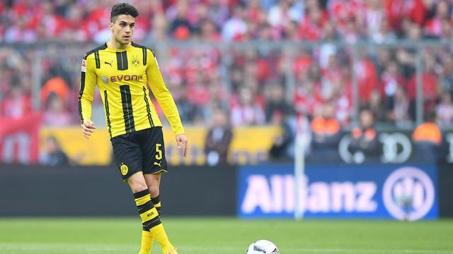 Bartra steunt medespelers Dortmund vanaf tribune in Monaco