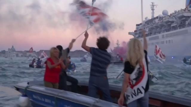Demonstratie tegen cruiseschepen in Venetië