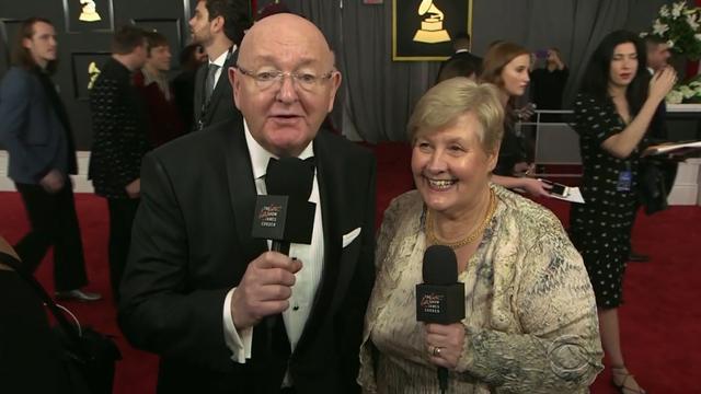 Ouders van James Corden interviewen sterren bij de Grammy Awards