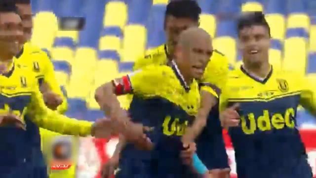 Argentijn scoort met volley van eigen helft