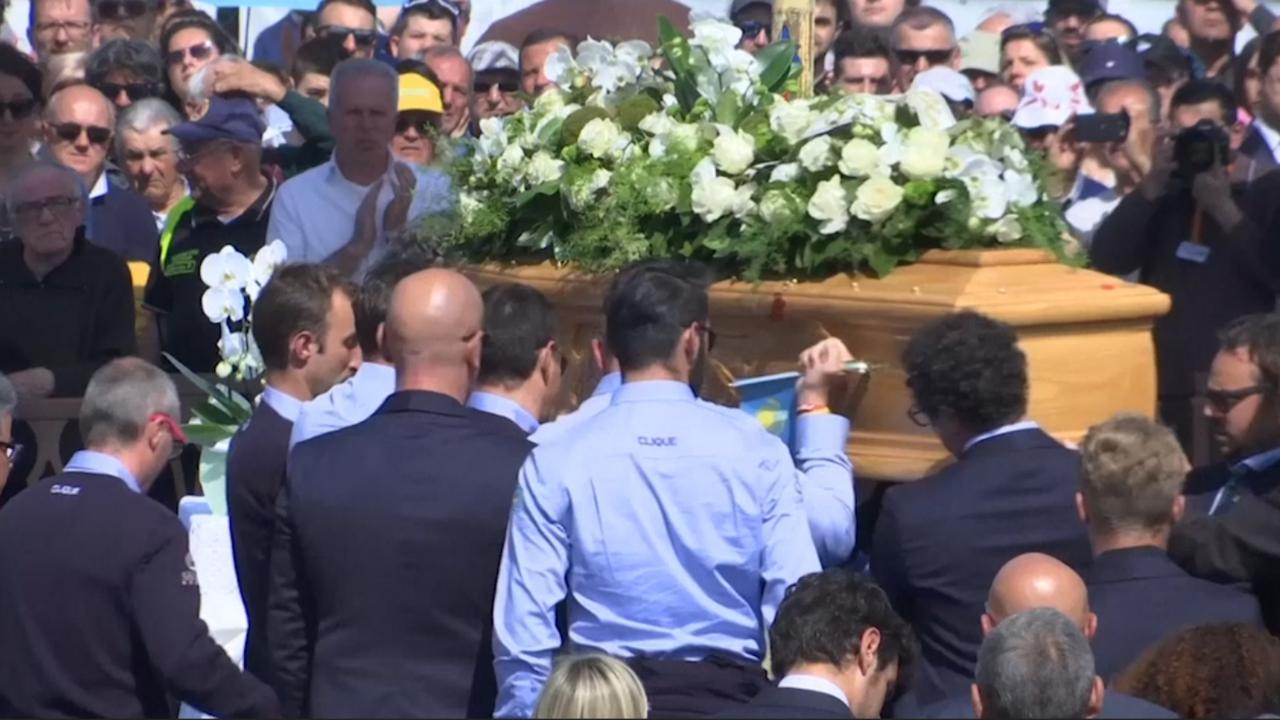 Duizenden mensen aanwezig bij begrafenis Scarponi in Filottrano