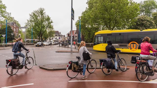 Stoplicht gaat weer vaker op rood voor fietsers Ledig Erf