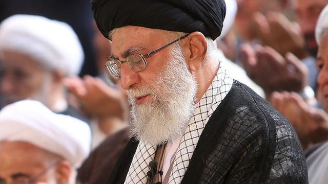 Ayatollah Khamenei haalt fel uit naar Saudi-Arabië over Mekka