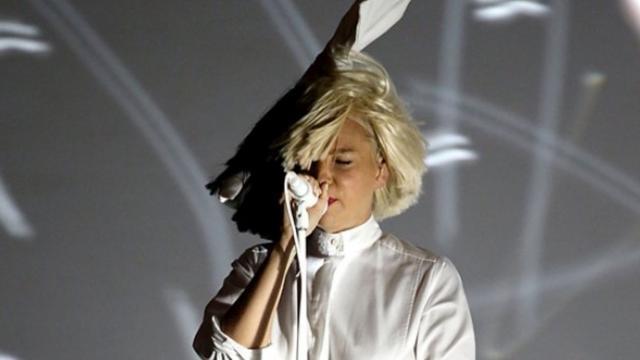 Verborgen gezicht Sia door optreden weer zichtbaar voor publiek