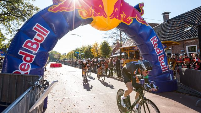 Red Bull gaat kop over kop door West-Brabant