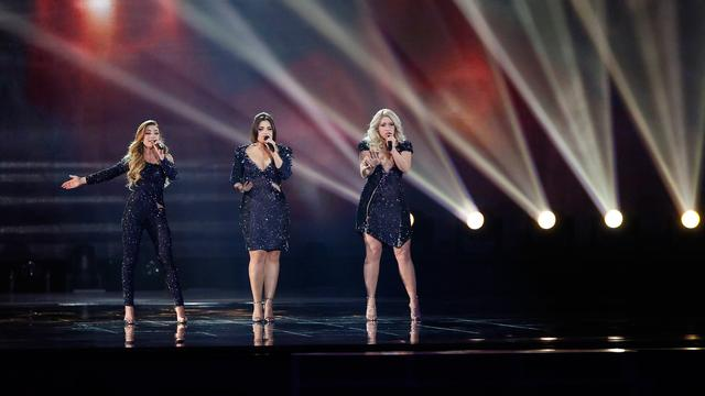 OG3NE zingt Lights and Shadows tijdens finale Eurovisie Songfestival
