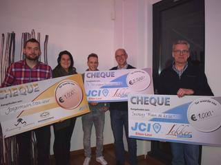 Drie stichtingen aangenaam verrast met cheque