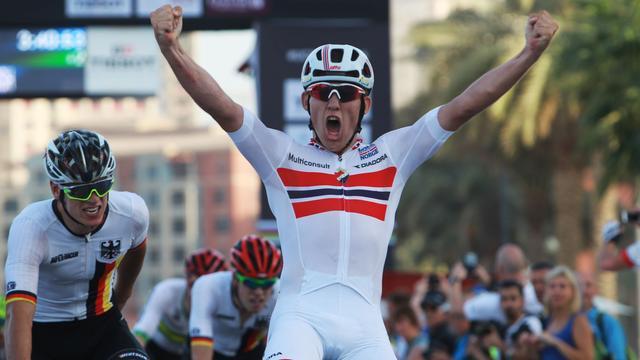 Noor Halvorsen wereldkampioen wielrennen bij beloften