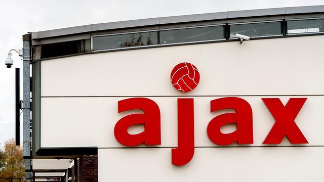 Ajax-talenten vliegen uit Europa