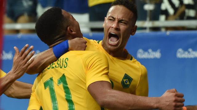 Neymar en Brazilië verder na ruime zege op Denemarken