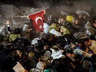 VS en Europa veroordelen 'overname' van grootste medium Turkse oppositie