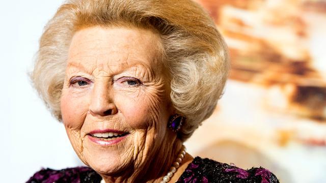 Prinses Beatrix weer thuis na knieoperatie
