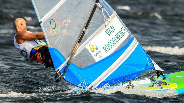 Van Rijsselberghe pakt leiding door twee zeges, Postma vijfde in Finn