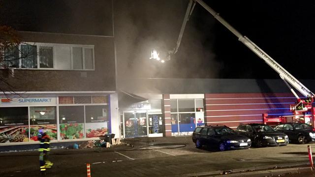 Burgemeester Bergen op Zoom sluit supermarkt en woningen na brand