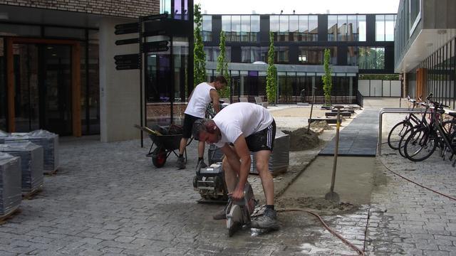 Paden bij Mauritshof in Klundert rollatorvriendelijk gemaakt