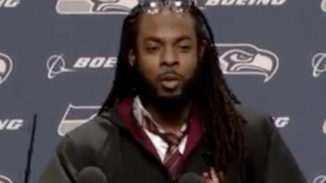 American Footballspeler komt als Harry Potter op persconferentie