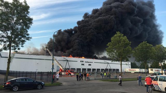 Brand in bedrijfspand De Meern onder controle