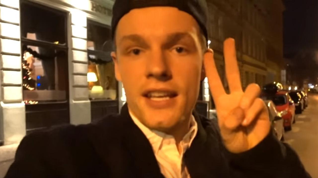 Vloggers feliciteren Enzo Knol met één miljoen abonnees