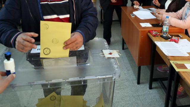 Doden na schietpartij bij stembureau in Turkije op dag van referendum