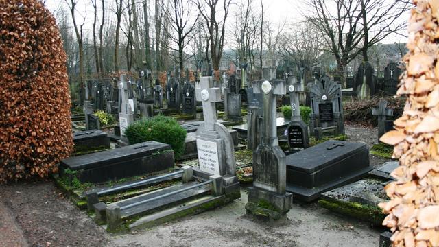 Drukbezochte informatiedag naar onderzoek over begraafplaatsen