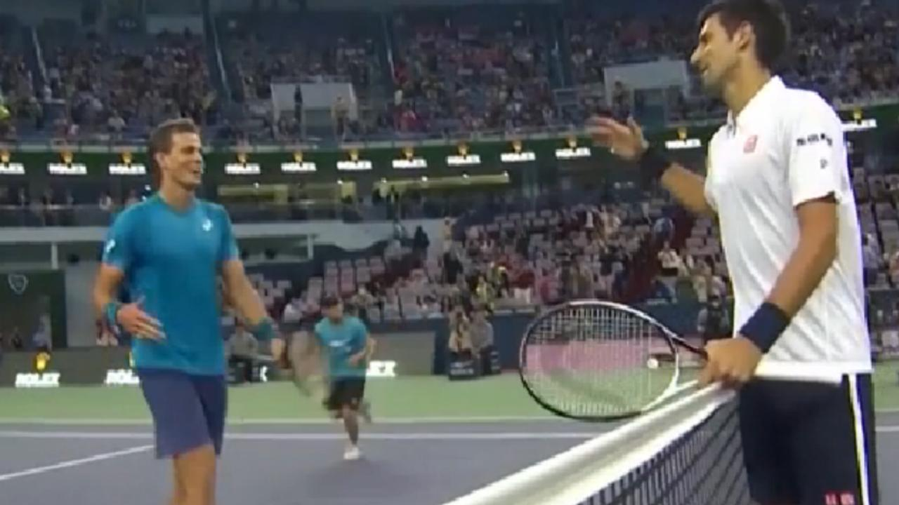 Djokovic wint met 6-4 en 6-4 van Pospisil op Shanghai Masters