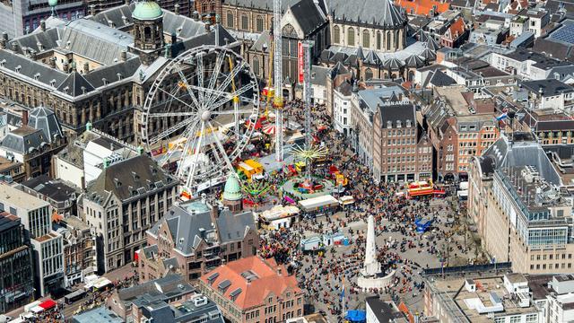 Beugel schiet los in katapult-attractie Amsterdam